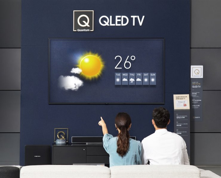 A demonstration of Samsung's latest QLED TV at Samsung Digital Plaza in Yongin, Gyeonggi Province Korea Times file