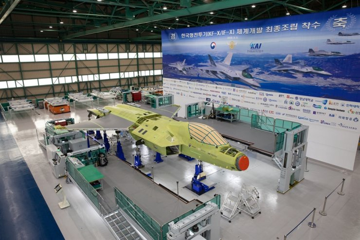 The first KF-X advanced multirole fighter prototype is being assembled at a Korea Aerospace Industries facility in Sacheon, South Gyeongsang Province, in this Sept. 3 photo. Yonhap