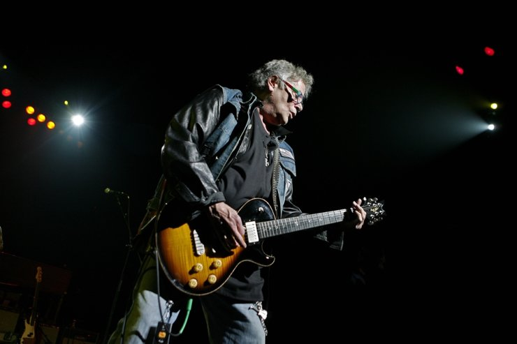 In this May 7, 2008, file photo, Leslie West, of Mountain, performs at the seventh annual Jammy awards at the Theater at Madison Square Garden in New York. AP-Yonhap