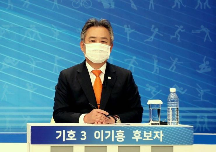 Lee Kee-heung, head of the Korean Sports & Olympic Committee (KSOC), speaks during a televised debate with other candidates, Jan. 9. / Courtesy of KSOC