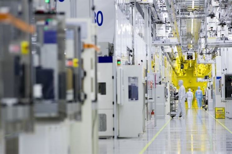A semiconductor 'clean room' is seen in this file photo, Friday. Korea Times file