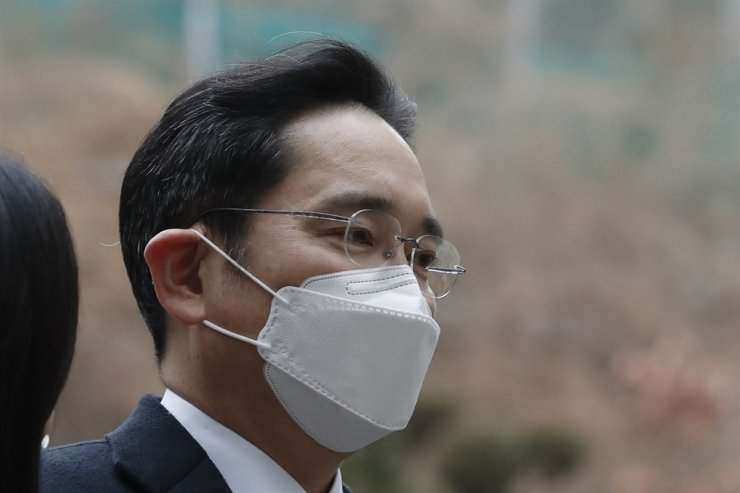 Samsung Electronics Vice Chairman Lee Jae-yong arrives at the Seoul High Court in Seoul, Monday, Jan. 18, 2021. AP
