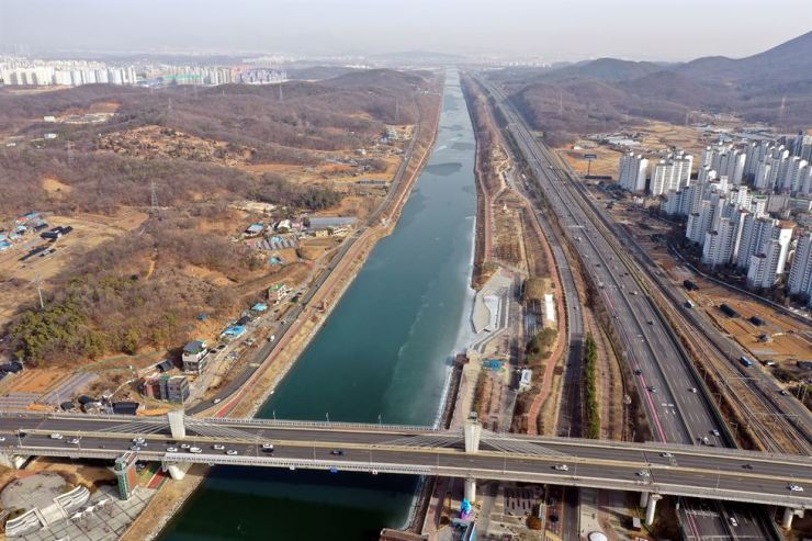 Incheon's Seo District area, which is a military facility protection zone that the Ministry of National Defense is planning to release from development restrictions starting next Tuesday, is seen Thursday, the day the ministry rolled out the plan. Yonhap