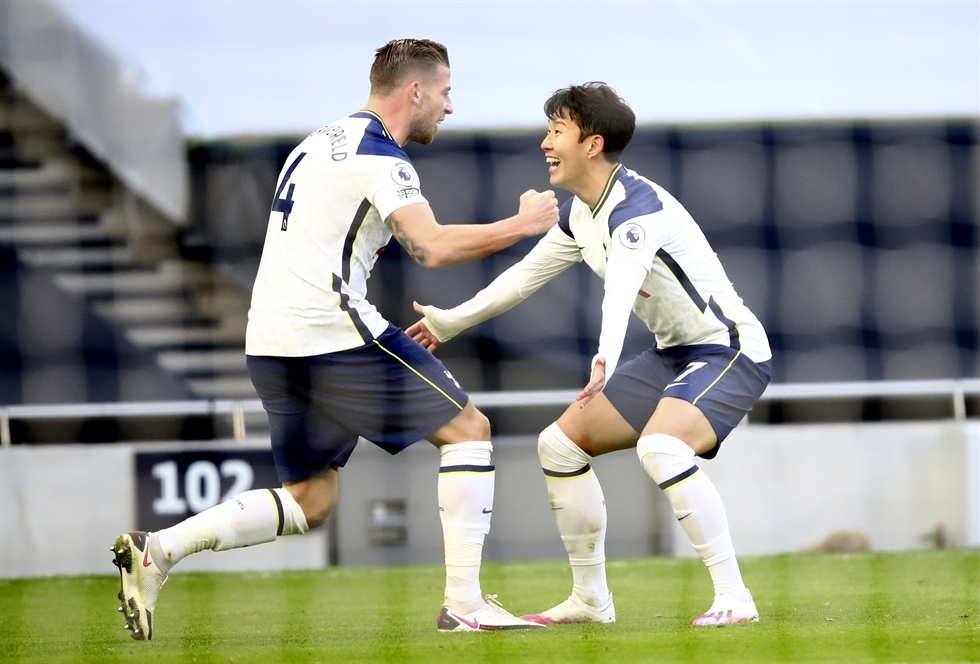 Tottenham Hotspur's Toby Alderweireld celebrates scoring their third goal with teammates Son Heung-min and Pierre-Emile Hojbjerg during the English Premier League soccer match between Tottenham Hotspur and Leeds United at Tottenham Hotspur Stadium in London, England, Saturday. Reuters