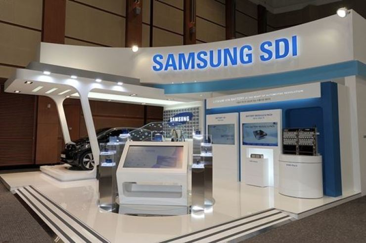 Samsung SDI exhibited the BMW i3 equipped with its batteries and displayed other new automotive technology at its booth during the International Electric Vehicle Expo held on Jeju Island in 2019. / Courtesy of Samsung SDI