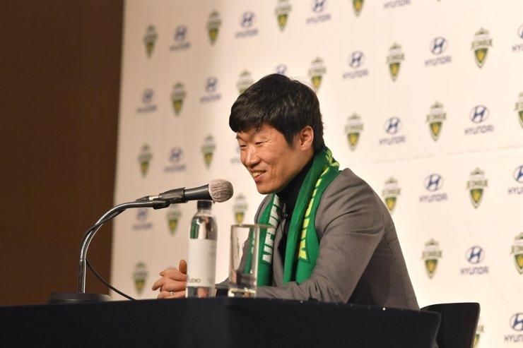 Former South Korean international Park Ji-sung speaks during a press conference at the Hyundai Motor Studio in Goyang, Gyeonggi Province, Thursday. / Courtesy of Jeonbuk Hyundai