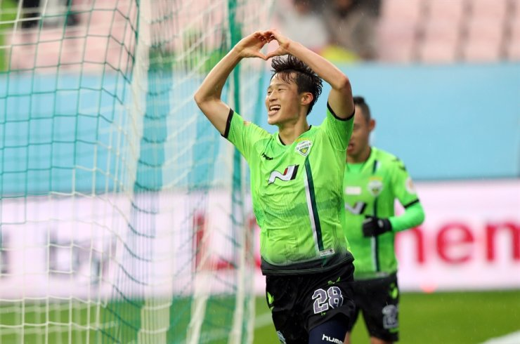 Jeonbuk Hyundai Motors' Son Jun-ho celebrates after scoring against Gangwon FC at Jeonju World Cup Stadium in Jeonju, North Jeolla Province, during a K League 1 match in December 2019. Yonhap