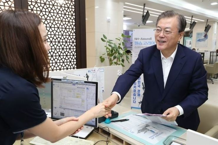 President Moon Jae-in visits the headquarters of NH NongHyup Bank in central Seoul in August 2019 to sign up for purchasing the NH-Amundi Victory Korea Fund. / Korea Times file