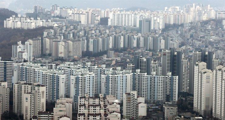 Apartment buildings in Seoul / Yonhap