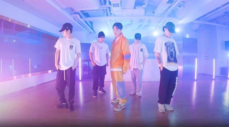 A screenshot from EXO Baekhyun's