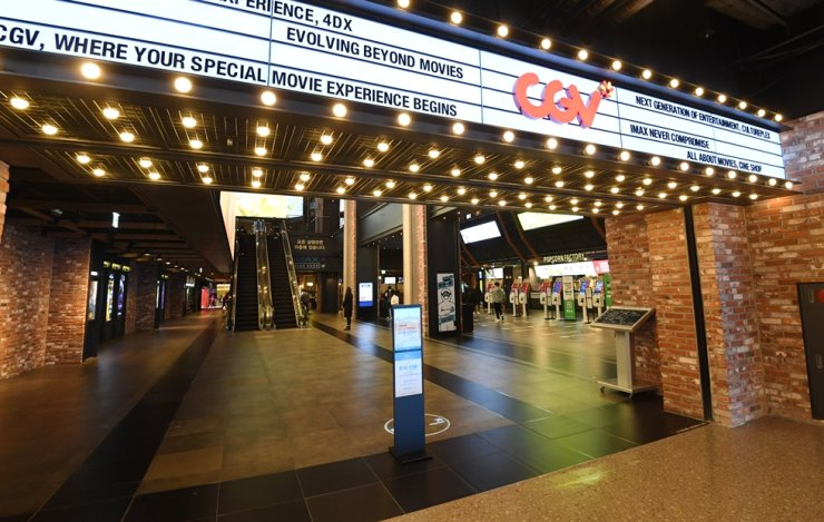 CJ CGV's movie theater in Yongsan, Seoul,  is empty Jan. 14, as the COVID-19 pandemic continues to spread. / Korea times photo by Bae Woo-han