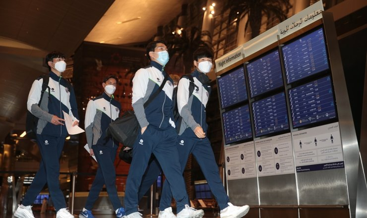 AFC Champions League winner Ulsan Hyundai players arrive in Doha, Qatar, Saturday. This year's Asian football champ club is participating in the 2020 FIFA Club World Cup. / Courtesy of FIFA