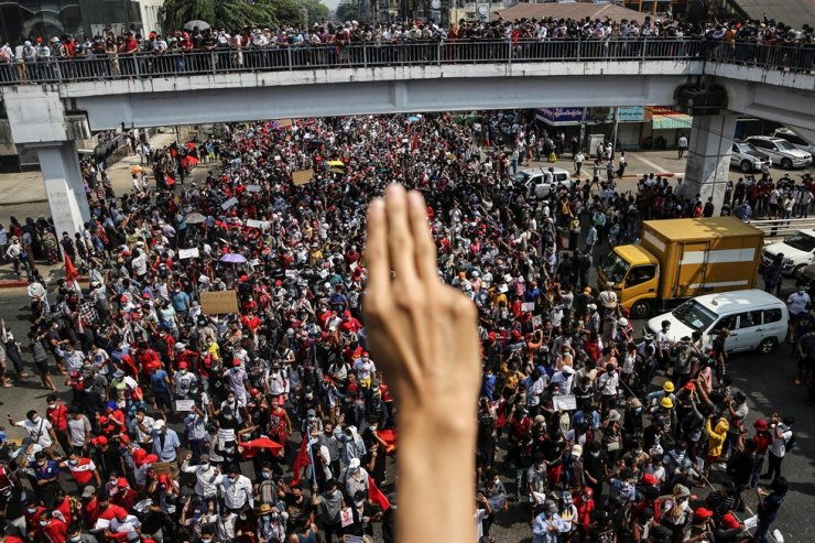 A demonstrator shows the three-finger salute as people rally in a protest against the military coup and to demand the release of elected leader Aung San Suu Kyi, in Yangon, Myanmar, Sunday. REUTERS-Yonhap