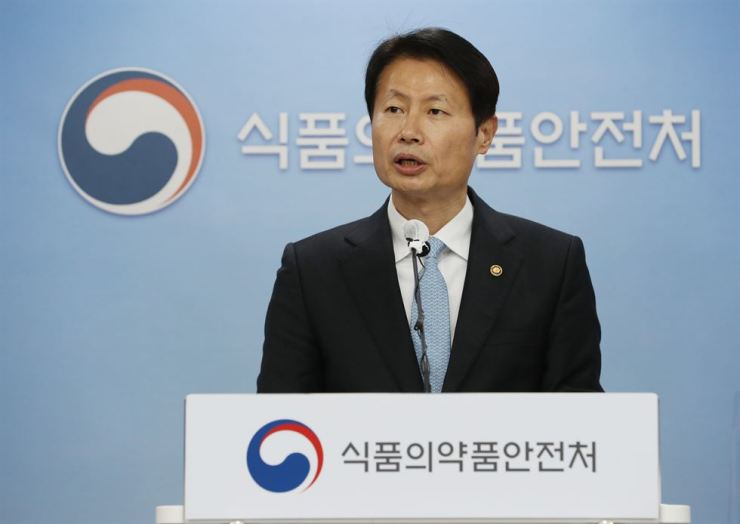 Food and Drug Safety Minister Kim Gang-lip speaks during a press conference at the ministry in Cheongju, North Chungcheong Province, Wednesday, on the conditional approval of AstraZeneca's coronavirus vaccine for all age groups including people aged 65 or older. Yonhap
