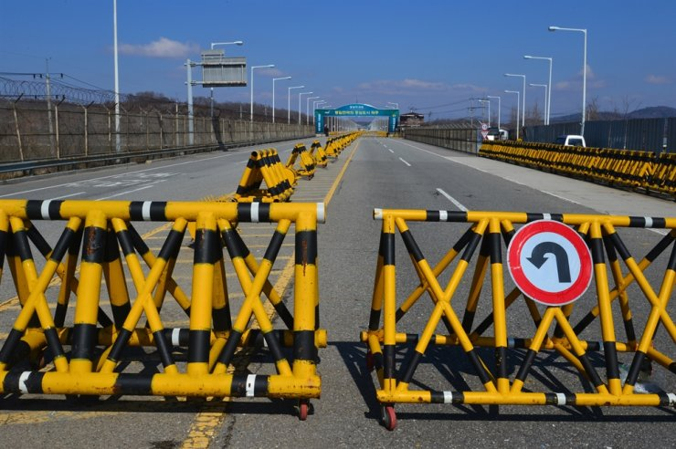 The road to Gaeseong in North Korea remains closed in Paju, Gyeonggi Province, in this April 2013 photo. Korea Times file