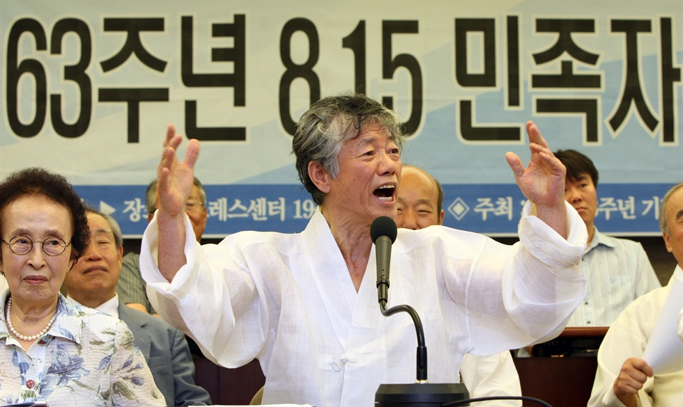 Lawmakers of Justice Party condole the death of Paek Ki-wan with a moment of silence during the party's meeting at the National Assembly on Feb. 15. Yonhap