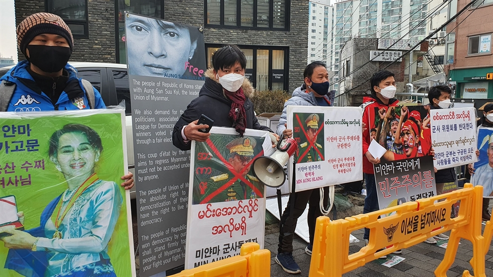 Members of the Myanmarese community in South Korea protest against the military coup in the Southeast Asian country, near the Embassy of Myanmar in Seoul's Yongsan District, Feb. 5. After the military seized power and occupied the country's capital Nay Pyi Taw, the country's leader Aung San Suu Kyi, President Win Myint and other members of the National League for Democracy were detained by troops. Courtesy of Soe Moe Thu