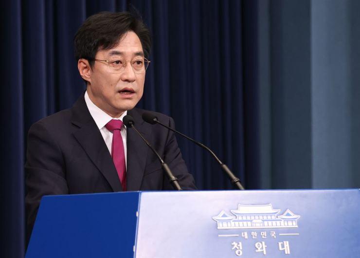Presidential spokesman Kang Min-seok talks about the phone conversation between President Moon Jae-in and U.S. President Joe Biden during a press briefing at Cheong Wa Dae, Thursday. Yonhap