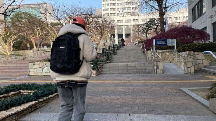 A university student walks on a quiet campus in Seoul in this March 22, 2020 photo. Korea Times photo by Choi Eun-seo