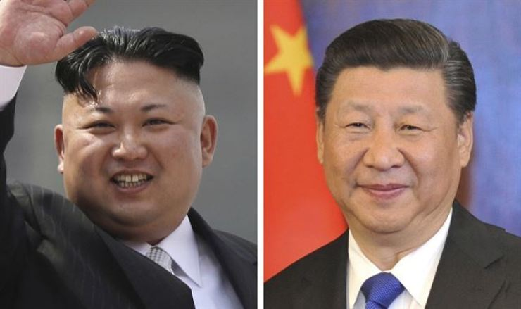 Chinese President Xi Jinping, right, recently sent a letter to North Korean leader Kim Jong-un during the eighth congress of the Workers' Party of Korea and reiterated his commitment to the settlement of Korean Peninsula issues and regional peace. Korea Times file
