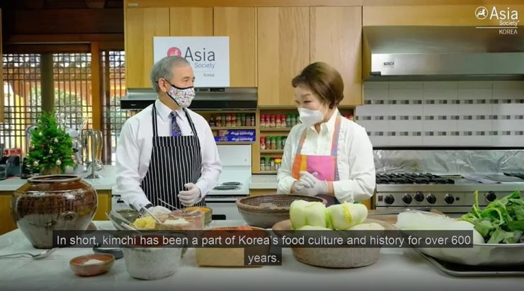 Former U.S. Ambassador Harry Harris learns how to make kimchi from Chef Lee Hye-jung in this YouTube video posted Dec. 23, 2020, by the Asia Society Korea. Captured from YouTube