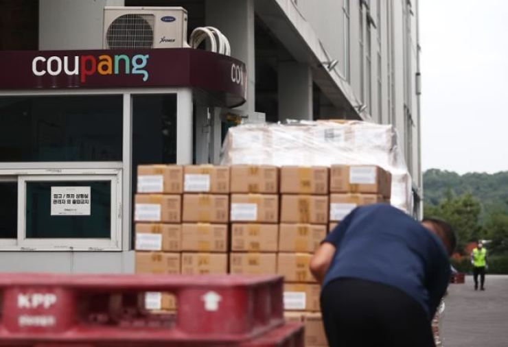 A delivery worker sorts out parcels at Coupang's logistics center in Songpa District, southeastern Seoul, on Sept. 11, 2020. / Yonhap