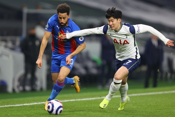 Crystal Palace's English midfielder Andros Townsend, left, vies with Tottenham Hotspur's Korean striker Son Heung-min during the English Premier League match between the two teams at Tottenham Hotspur Stadium in London, March 7, 2021. AFP