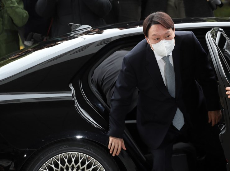 Prosecutor General Yoon Seok-youl arrives at the Supreme Prosecutors' Office in southern Seoul, Thursday. Yonhap