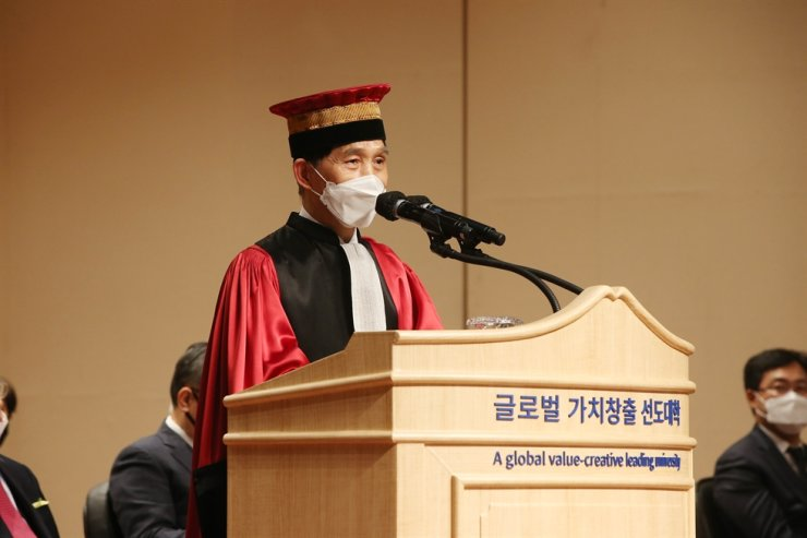 Korea Advanced Institute of Science and Technology (KAIST) President Lee Kwang-hyung speaks during his inauguration ceremony at the university in Daejeon, Monday. Courtesy of KAIST