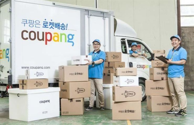 Coupang employees pose for a photo. Korea Times file