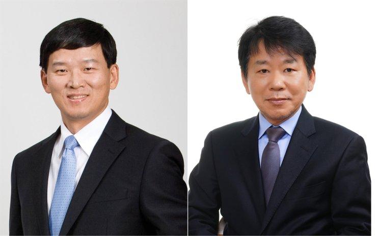 Korean Reinsurance Company CEO Won Jong-gyu, left, and full-time adviser Won Jong-ik