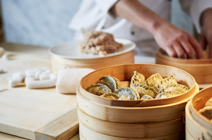 The live dim sum corner at On The Plate buffet restaurant of Paradise Hotel Busan offers guests a chance to enjoy a variety of dim sum prepared by a chef onsite. Courtesy of Paradise Hotel Busan