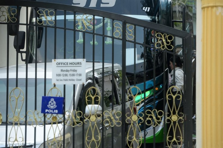 An embassy staff boards a shuttle bus before leaving their embassy in Kuala Lumpur on March 21, after the country severed diplomatic ties with Malaysia in response to the extradition of a North Korean citizen to the U.S. this month. AFP