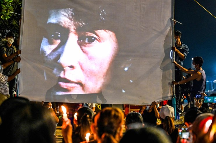 An image of detained civilian leader Aung San Suu Kyi is projected on a screen during a night-time demonstration by protesters against the military coup in Yangon on March 13, 2021. AFP-Yonhap