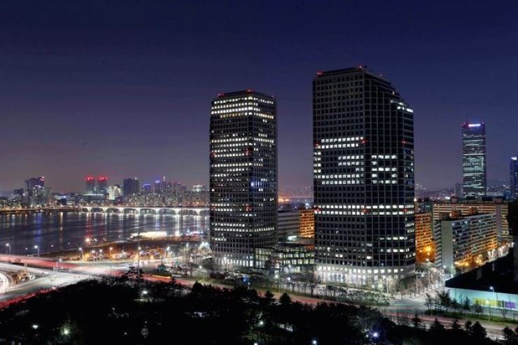 LG Electronics' Yeouido headquarter building displays 'G6' in lit-up windows to celebrate the release of the company's G6 smartphone in this March 31, 2017 photo. Courtesy of LG Electronics