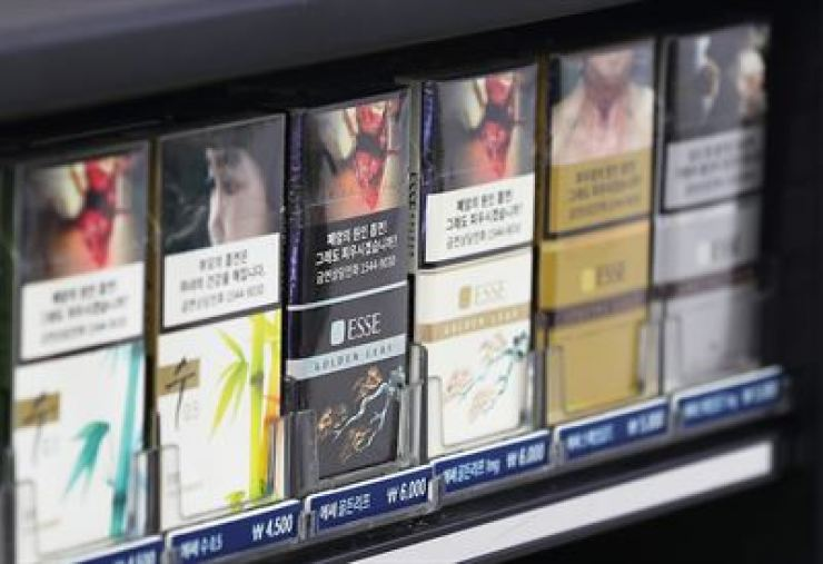 Cigarettes on display at a convenience store in Seoul in this Jan. 4, 2018 photo. Yonhap