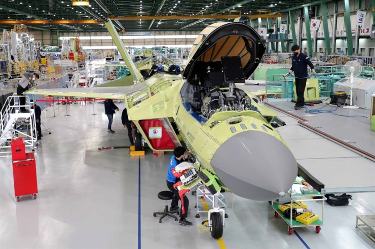 Workers at Korea Aerospace Industries (KAI) assemble the first prototype of the Korea-developed fighter jet KF-X at its plant in Sacheon, South Gyeongsang Province, Jan. 22. The prototype will be unveiled later this week. Courtesy of KAI