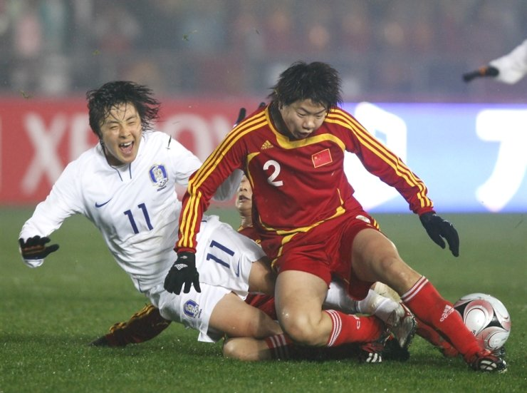 South Korea's Park Hee-young (11) screams in pain after tackled by China's Yuan Fan (2) and Wang Kun, behind, during the East Asian Football Federation Women's Football Championship 2008 Final Competation in Chongqing, China, Monday, Feb. 18, 2008. AP-Yonhap