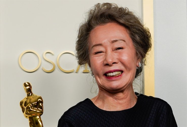 Youn Yuh-jung, winner of the award for Best Actress in a Supporting Role for 'Minari,' poses at the press room of the Oscars in the 93rd Academy Awards in Los Angeles, Calif., April 25. Reuters-Yonhap