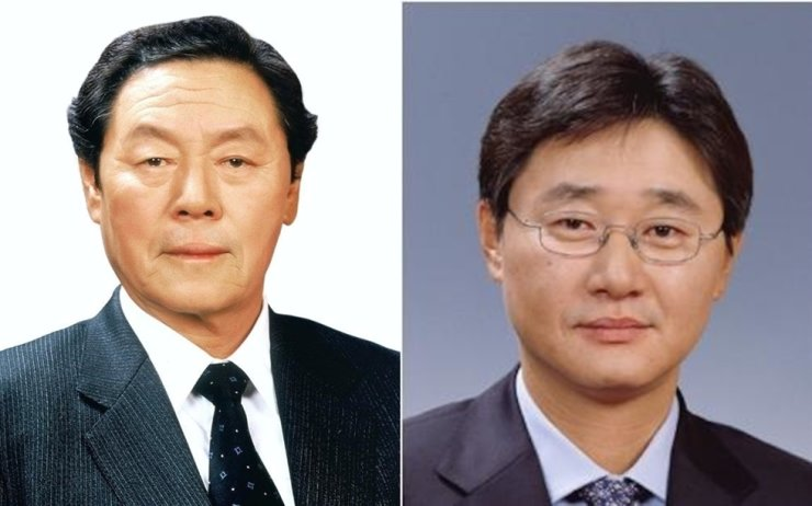 From left, the late founder of Nongshim Shin Choon-ho and vice chairman of the company Shin Dong-won / Courtesy of Nongshim
