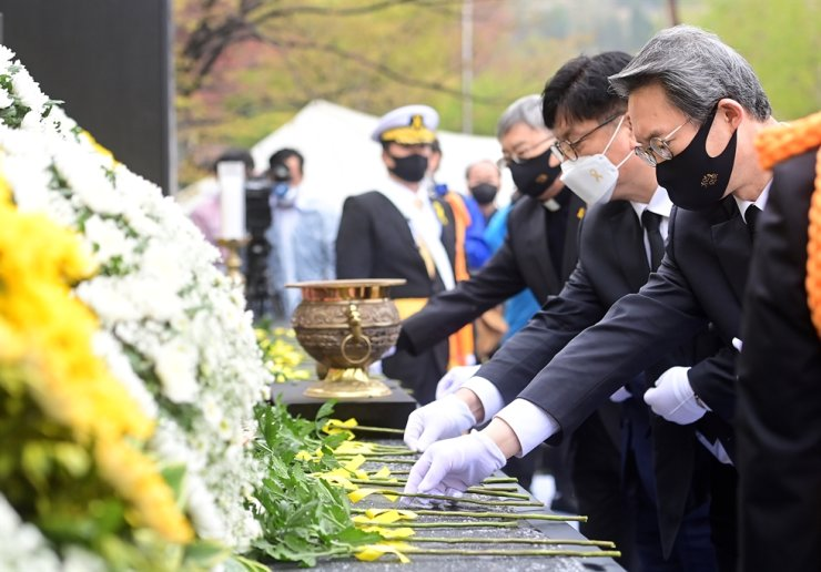 The central government officials lay flowers in front of wreaths that commemorate the Sewol ferry tragedy's victims at Incheon Family Park in Incheon's Bupyeong District, Friday, during the seventh anniversary of the accident. Courtesy of Ministry of the Interior and Safety