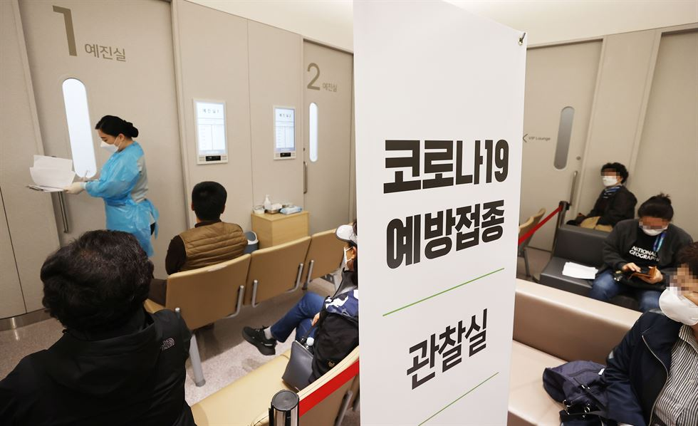 A woman receives a coronavirus vaccine from AstraZeneca at a hospital in Gangseo District, Seoul, Monday. Yonhap