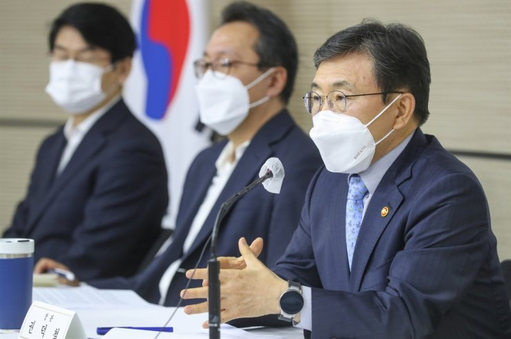 Health Minister Kwon Deok-cheol speaks during a press conference at the Government Complex Sejong, Thursday. Courtesy of Ministry of Health and Welfare