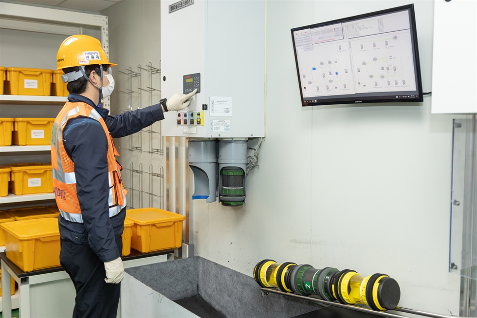 A POSCO Chemical worker checks on the progress of cathode production at the company's Gwangyang plant, Tuesday. / Courtesy of POSCO Chemical