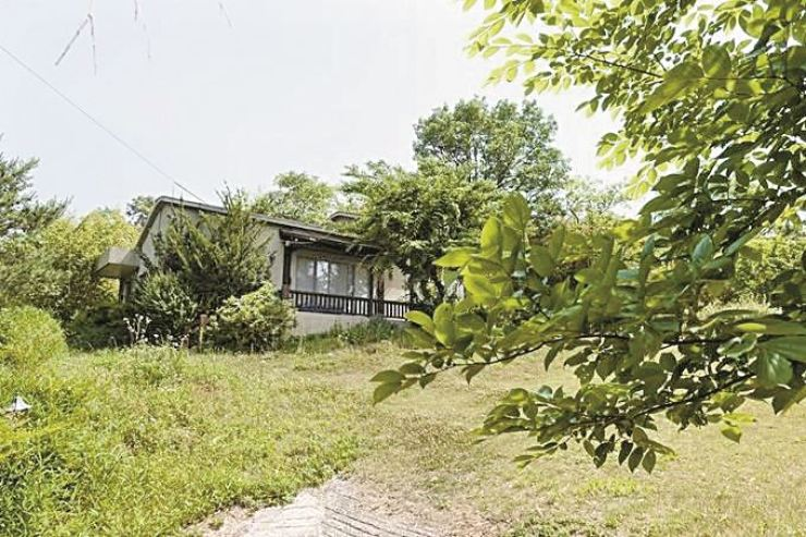 Seen is the planned site for President Moon Jae-in's new private residence where he and first lady Kim Jung-sook plan to live after Moon's retirement, located in Pyeongsan Village, Yangsan, South Gyeongsang Province. Korea Times file.