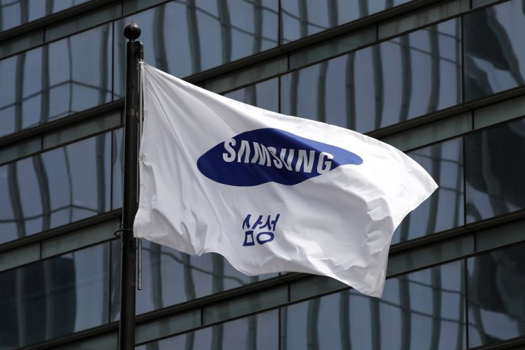A Samsung flag is seen at the company's headquarters in southern Seoul. Yonhap