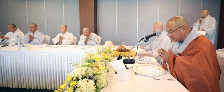 The head monks of Jogye Order's 24 branch temples in a meeting in this 2018 file photo / Korea Times file