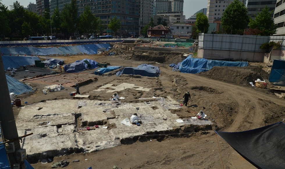 A reconstruction of Baekundong Stream seen in Gwanghwamun is being prepared for removal, March 20. / Courtesy of Ron Bandun