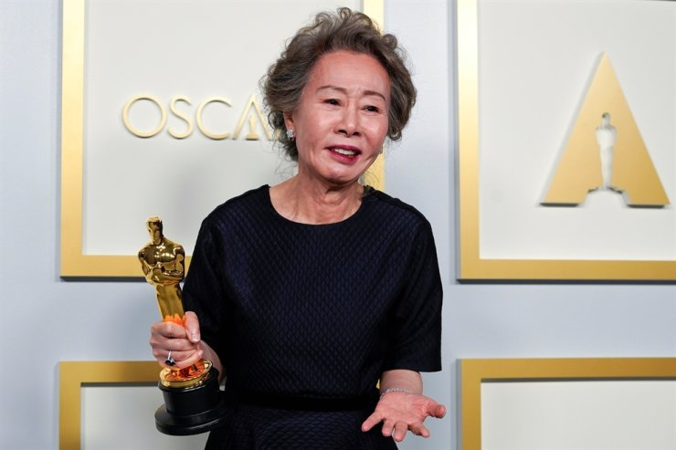 Youn Yuh-jung, winner of the award for best actress in a supporting role for 'Minari,' poses in the press room at the Oscars in Los Angeles, Calif., April 25. Reuters-Yonhap