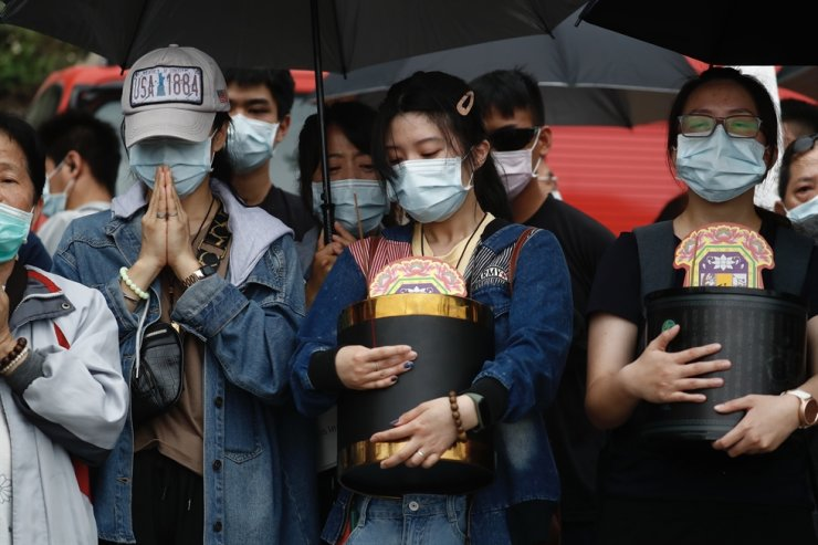 Relatives of victims grief as they pray near the site where a train derailed in a tunnel north of Hualien County, eastern Taiwan, 03 April 2021. Taiwan's transportation ministry said 51 people died and many others were injured when a train carrying 490 people derailed in a tunnel north of Hualien in eastern Taiwan on 02 April. EPA-Yonhap